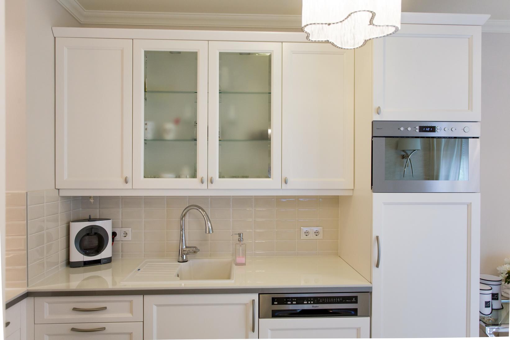 Selyemfényű festett konyhabútor vintage stílusban